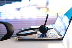 询问台、24/7顾客服务、支持热线或者电话中心 免版税图库摄影