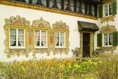 详细资料传统上被绘的房子oberamergau 免版税库存照片