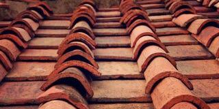 详细资料屋顶赤土陶器瓦片 变老的照片 免版税图库摄影