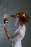 详细资料检查的实验室妇女 免版税库存照片