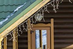 详述一个房子的图象有新年装饰的 免版税库存图片