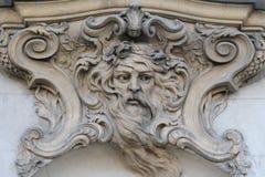 详述在阳台的一件艺术性的装饰品的看法, Cantacuzino宫殿,布加勒斯特,罗马尼亚 库存照片