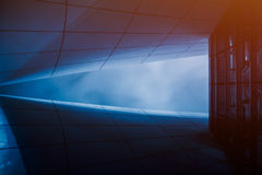 详述抽象建筑学射击在蓝色口气的 图库摄影