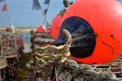 详述渔夫的浮体和虾笼看法  免版税库存照片