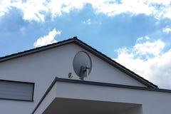 详述现代房子建筑学门面在农村countrysid的 库存图片
