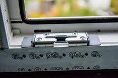 详述现代窗口PVC外形的照片 免版税库存照片