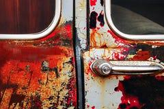 详述生锈的老车门的特写镜头图象 免版税库存照片
