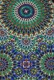 详述装饰老墙壁装饰与是的哈桑二世清真寺 免版税库存图片