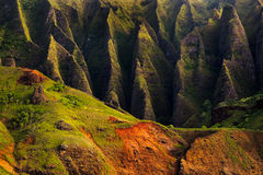 详述Na梵语坚固性峭壁风景视图,考艾岛 库存照片