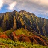 详述Na梵语坚固性被风化的峭壁风景视图,考艾岛, 库存图片