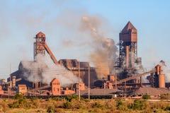 详述Saldanha钢设施看法,拥有由ArcelorMittal南非 免版税库存图片