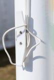 绳索详细的特写镜头在塑料白嘴鸦的 免版税库存图片