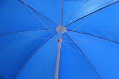 详细蓝色开放伞 库存图片