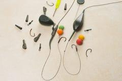 诱饵,勾子,坠子, ledcor为鲤鱼渔做准备 复制浆糊 库存照片