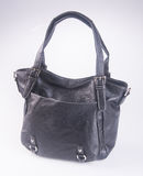 诱饵 在背景的黑颜色时尚妇女袋子 免版税库存照片