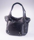 诱饵 在背景的黑颜色时尚妇女袋子 免版税库存图片