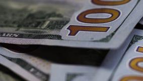 说谎在桌上的一百元钞票的宏观被射击的特写镜头 股票录像