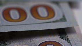 说谎在桌上的一百元钞票的宏观被射击的特写镜头 影视素材