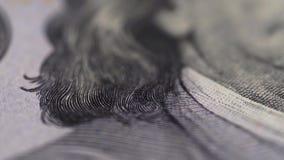 说谎在桌上的一百元钞票的宏观被射击的特写镜头 股票视频