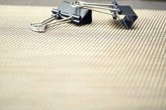 说谎在桌面上的文具项目 安置在家工作 E 免版税库存图片
