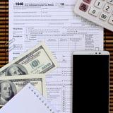 说谎在1040报税表的项目的构成 美金, c 库存照片