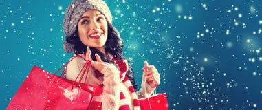 请求愉快的藏品购物妇女年轻人 免版税库存图片