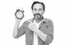 请观察时间 把手指指向的成熟人闹钟 有模式时钟的成熟计时员 有胡子的老人 免版税图库摄影