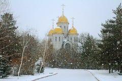 诸圣日教会在雪的在Mamayev库尔干在伏尔加格勒 免版税库存照片