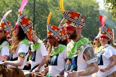 诺丁山服装的狂欢节人庆祝狂欢节的在诺丁山 免版税库存图片