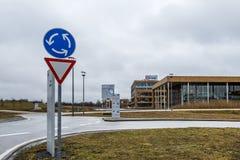 诺伊比贝尔格,德国- 2018年2月16日:英飞凌控制他们的从他们的总部大厦的事务接近 免版税库存图片