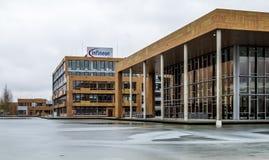 诺伊比贝尔格,德国- 2018年2月16日:英飞凌控制他们的从他们的总部大厦的事务接近 免版税图库摄影