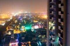 诺伊达与五颜六色的光的市scape在屠妖节 免版税库存照片