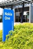 诺基亚在一个蓝色标志的名牌2017年9月16日 库存图片