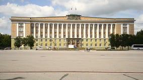 诺夫哥罗德地区,云彩7月下午的政府的大厦 影视素材