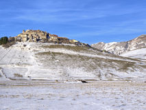 诺尔恰,有雪的意大利Castelluccio  免版税库存图片