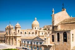 诺托,西西里岛中央寺院的全景  免版税库存图片