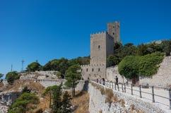 诺曼底城堡的看法在埃里切, Sici告诉了Torri del Balio 免版税库存照片