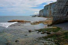 诺曼底石灰石峭壁 免版税库存照片