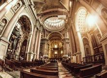 诺瓦腊,意大利- 2016年10月17日:古老宫殿和圣Gaudenzio大教堂圆顶,诺瓦腊,山麓,意大利 里面看法 它是bui 免版税库存图片