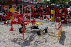 诺维萨德,塞尔维亚, 20 05 2018公平,全新的璞鼎查落后的摊晒机 库存照片
