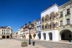 诺维Jicin,捷克 拱廊在老集市广场 库存图片