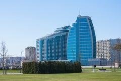 诺贝尔4月04日2017年大道,巴库,阿塞拜疆 透雕细工的商业中心和复合体 库存照片