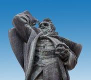 诺维萨德,塞尔维亚- 4月17雕象Svetozar Miletic在诺维萨德大广场  库存照片