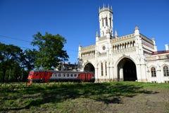 诺维Peterhof,圣彼德堡,俄罗斯的火车站 免版税图库摄影