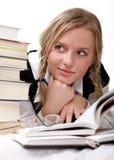 读取女小学生学员 库存图片