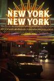 读纽约的一个霓虹灯广告 库存图片