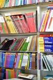 课本在书店 免版税库存照片