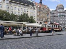 调整咖啡馆在Và ¡ clavské nà ¡ mÄ› stÃ大道在布拉格 图库摄影