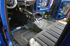 调整在一个卡车身体的汽车与噪声绝缘材料三层数  免版税库存照片