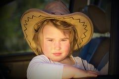 调查太阳的女孩 免版税库存照片